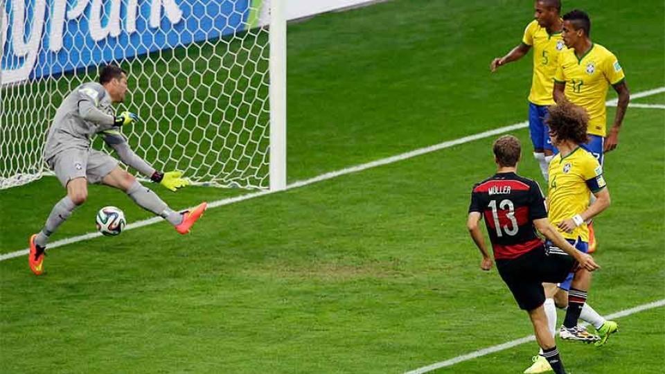 Copa do Mundo: Uma cena repetida, gol da Alemanha contra o Brasil
